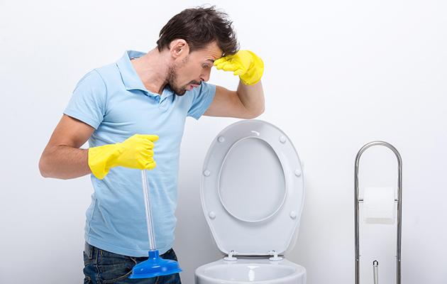 WC intasato? 5 metodi per liberarlo con facilità